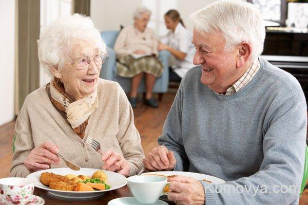 Определение пожилых людей в дом престарелых